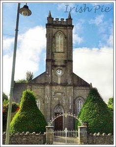 Der berühmte Architekt Francis Johnston der für einige der schönen geographischen Gebäude in Armagh zuständig war wie z.B. dem Observatorium, so auch die St.Lukas-Kirche in Loughgall gestaltet hat. Die Kirche wurde auf dem Land von Arthur Cope von Drumilly gebaut und die Kosten wurden hauptsächlich von Abgaben auf jede Familie in der Gemeinde übernommen.  Die Arbeit begann darauf im Jahr 1795.