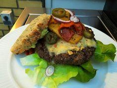 Saras madunivers: Grillet Nachosburger med tomatsalsa, grillede pebe...