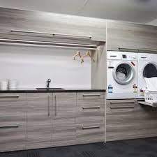 Laundry: raised washing machines
