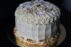 """Layer cake """"Neige et Coup de soleil"""" : brunoise d'ananas Victoria et la crème Diplomate parfumée à la gousse de vanille Bourbon de Madagascar • Anniversaire • by Lady Gâteaux"""