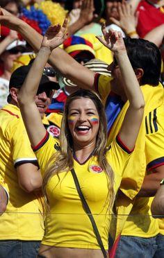 Hotter than Copacabana Hot Football Fans, Football Cheerleaders, Football Girls, Soccer Fans, Football Soccer, Cheerleading, Steven Gerrard, Fifa, World Cup