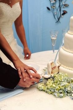 New Wedding Songs Cake Cutting Sweets 37 Ideas Best Wedding Songs, Wedding Bands For Him, Wedding Gifts For Parents, Plan Your Wedding, Cake Cutting Songs, Wedding Cake Cutting, Wedding Photography Poses, Wedding Poses, Wedding Tips