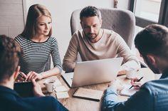 Asiantuntijalle sosiaalisen median käyttäminen avaa uudenlaisia mahdollisuuksia muiden alan ihmisten kanssa kommunikointiin ja keskusteluun.