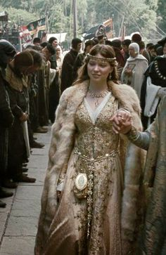 Léa Seydoux as Isabella of Angoulême in Robin Hood (2010)