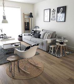 Sofá cinza e cadeira eames, amores antigos! Foto: @j.and.l.interior #meuape34 #inspiracao #escandinavo #sofacinza #cadeiraeames #blackandwhite #apezinho #primeiroape #pequenoape #nossopalacio #scandinaviandesign #nordico #ape34