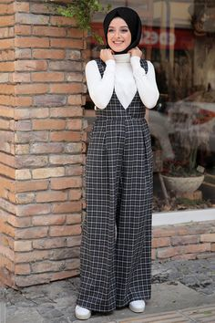 Zehrace Siyah Ekose Tulum - You are in the right place about spring outfits Here we offer you the most beautiful pictures abou - Islamic Fashion, Muslim Fashion, Modest Fashion, Girl Fashion, Chic Outfits, Trendy Outfits, Fashion Outfits, Spring Outfits, Mode Abaya
