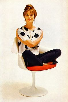 Detail from 1959 Knoll ad for the Saarinen pedestal chair.