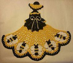Crochet-Crinoline-Lady-Doily-Bumble-Bee