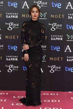 """Premios Goya 2015: Megan Montaner """"o la esencia del gótico chic o cómo elevar un diseño súper sexy de Emilio Pucci (by Peter Dundas) con unos labios rojo-oscuro-casi-negro""""."""