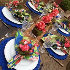 Porque no verão a gente sempre quer uma mesa assim... Mesa Claire Contato:entrenos.aqui@gmail.com ou WhatsApp (24)988291514. Place Settings, Table Settings, Table Manners, Mole, Tablescapes, Entertaining, Dishes, Table Decorations, Dining