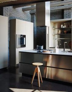 Cucina con isola MAXIMA 2.2 - COMPOSIZIONE 2 by @cesarkitchen Arredamenti   design Gian Vittorio Plazzogna