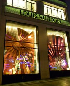 Louis Vuitton , paris, photo by escaparates famosos