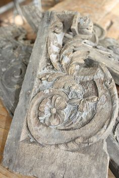 European Antiques : Decorative carved wood mouldings