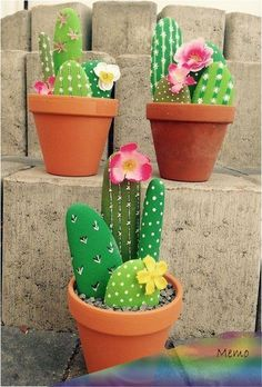 Fascinating DIY tips for creating garden art decor that you dream of . , Fascinating DIY tips for creating garden art decor that you dream of - Healthy Skin Care Fascinating DIY tips for creating garden ar. Cactus Rock, Stone Cactus, Painted Rock Cactus, Painted Rocks, Cactus Cactus, Indoor Cactus, Painted Garden Rocks, Decoration Cactus, Cactus Craft