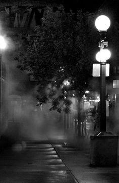 Shadows, thick fog and a little rain make a perfect noir Milieu.