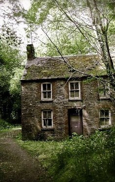 Shabby Cottage Archives - Home Style Corner Cute Cottage, Old Cottage, Cottage In The Woods, Shabby Cottage, Cottage Homes, Cottage Style, Cottage Gardens, Stone Cottages, Cabins And Cottages