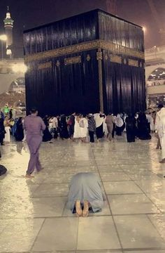 When it rains in makkah.and if u drinks the water falling down from the roof of makkah.ur all problems will be gone and all duas wud be accepted. Masjid Al Nabawi, Mecca Masjid, Masjid Al Haram, Islamic Images, Islamic Pictures, Islamic Art, Islamic Quotes, Islam Muslim, Islam Quran