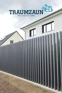 Zaunsystem Kronos ohne Querstreben im modernen Design Steel Gate Design, House Gate Design, Villa Design, Door Design, Gate Designs Modern, Modern Fence Design, Intranet Portal, Fence Screening, Garden Paving