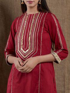 increíbles diseños de cuello kurti con encaje y bordes bling sparkle ! Neck Designs For Suits, Sleeves Designs For Dresses, Neckline Designs, Dress Neck Designs, Pakistani Fashion Casual, Pakistani Dresses Casual, Pakistani Dress Design, Kurti Designs Pakistani, Pakistani Kurta