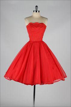 Emma Domb Red Chiffon Rhinestone Dress Source by getlostinspace fashion dress Pretty Outfits, Pretty Dresses, Beautiful Dresses, Modest Dresses, Vintage 1950s Dresses, Vintage Outfits, Vintage Clothing, 1950s Fashion, Vintage Fashion