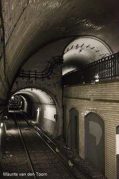 tunnel portals near mirabeau station, paris Underground World, Underground Bunker, London Underground, Abandoned Buildings, Abandoned Places, Trains, Metro Paris, U Bahn, Train Tracks