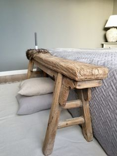 Sober houten bankje achter het bed - Health and wellness: What comes naturally Interior Design Living Room, Living Room Decor, Bedroom Decor, Interior Modern, Interior Paint, Interior Ideas, Cute Home Decor, Cheap Home Decor, Home Decor Quotes