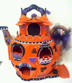 Holy crap, this custom repaint of a LPS teapothousething, wtf?!?! <3