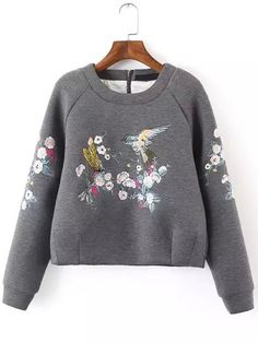 To find out about the Grey Round Neck Bird Embroidered Crop Sweatshirt at SHEIN, part of our latest Sweatshirts ready to shop online today! Kids Fashion, Winter Fashion, Fashion Outfits, Womens Fashion, Fashion Design, Sweat Original, Mode Top, Shirt Embroidery, Sweat Shirt