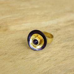 bague ajustable doré avec nacre violet ,calcédoïne violet/tout support en laiton/fait à la main de la boutique Rizdarlin sur Etsy