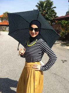 Stripes and mustard. And an umbrella for this heat!