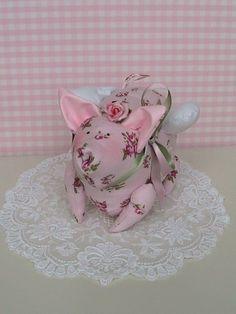 Ein geflügeltes Glücksschweinchen, denn etwas Glück braucht man immer...    Bei Fragen bitte mailen.  Wir sind ein Nichtraucherhaushalt.