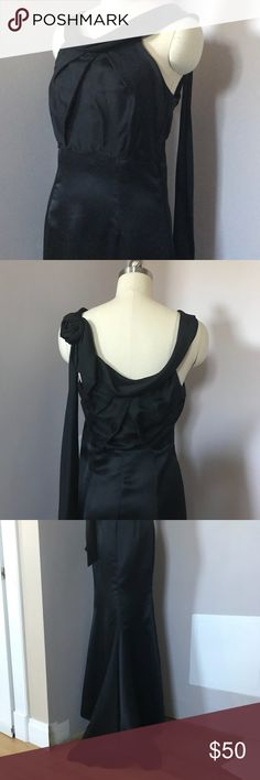 Vera Wang black bridesmaid dress size 6 Worn once, in great condition. Size 6, 100% silk. Very flattering. Has a rose on the back shoulder. Small train in back. Ref-AF Vera Wang Dresses Prom