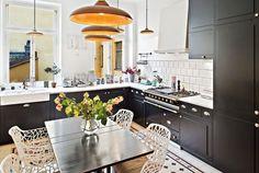 Fehér bútorok, fekete konyha, semleges falszínek - 153nm