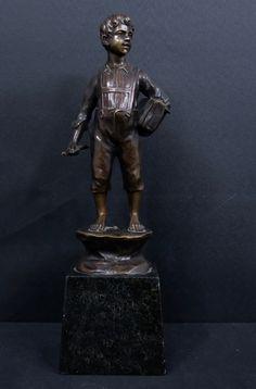 Spiro Schwatenberg: Gepatineerd bronzen sculptuur, Jongen met boek