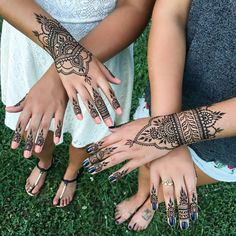 "2,026 Likes, 24 Comments - Bella Henna (@bellahenna) on Instagram: ""henna hands for two awesome sisters #sisterlylove #betterthanjewelry #cincinnatihenna"""