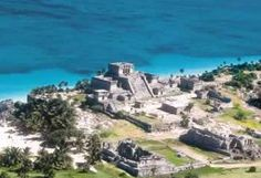 Tulum, las ruinas. Not as impressive as some of the other Maya sites, but the setting is absolutely spectacular.