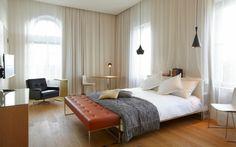 banco de curo en el dormitorio moderno