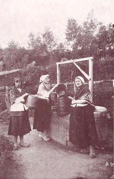 Mulleres no pozo. Sada 1926 Women In History, Matilda, Celtic, Folk, Childhood, Memories, Costumes, Concert, Romania