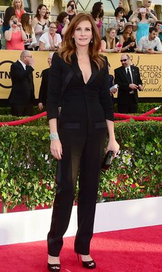 Pin for Later: See All the Stars on the SAG Awards Red Carpet! Julia Roberts