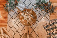 DIY déco : un faux feu de bois dans un brasero - C by Clemence Led A Pile, Bougie Led, Deco, Blog, Winter, Fire Pits, Led Garland, Light String, Small Candles
