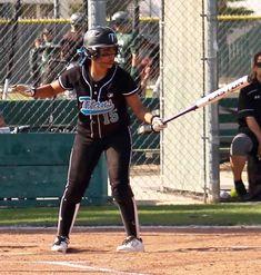 Softball Memes, Softball Photos, Softball Uniforms, Girls Softball, People Having Fun, Picture Ideas, Sporty, Photoshoot, Club