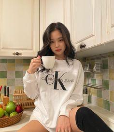 Blackpink Jennie, South Korean Girls, Korean Girl Groups, Sacs Louis Vuiton, Black Pink Kpop, Blackpink Photos, Girl Photos, Blackpink Fashion, Melanie Martinez