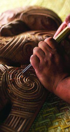 Maori woodcarving of interior facade. Wood Carving Art, Bone Carving, Wood Carvings, Chainsaw Carvings, Polynesian People, Maori Designs, Nz Art, Maori Art, Kiwiana