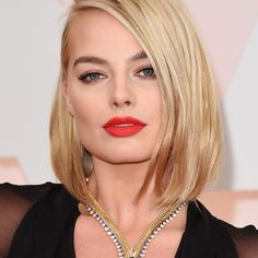 Get the Beauty Look: Hair & Makeup from the 2015 Oscars Margot Robbie, 2015 Academy Awards Oscars, Beauty, Hair Cabelo Margot Robbie, Margot Robbie Oscars, Actriz Margot Robbie, Celebrity Short Hair, Celebrity Hairstyles, Cool Hairstyles, Short Hair Cuts, Short Hair Styles, Most Expensive Jewelry