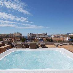 À l'occasion du @festivaldecannes jouez les vedettes en admirant les paysages de la French Riviera depuis le jacuzzi du rooftop du Best Western Hôtel Le Patio des Artistes ! Tentant n'est-ce pas ? Hotels-live.com via https://www.instagram.com/p/BFWqzspnxOG/ #Flickr