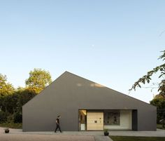 Fragments of architecture — Chestnuts House / Marchi Architects Minimalist Architecture, Facade Architecture, Facade Design, Exterior Design, Dublin House, Gable House, Prefab Homes, Modern Buildings, Building A House