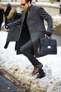 Make a dark grey overcoat and a charcoal suit your outfit choice for a sharp classy look. Dark brown leather casual boots will add some edge to an otherwise classic look. Fashion Moda, Look Fashion, Mens Fashion, Fashion Bags, Fashion Accessories, Sharp Dressed Man, Well Dressed Men, Looks Cool, Men Looks