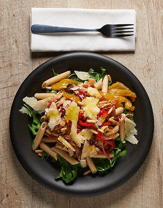 #Salute, gusto leggerezza e #benessere in questa insalata di pasta cuniola con peperoni, rucola, zucchine e tutta la genuinità del grana padano lodigiano