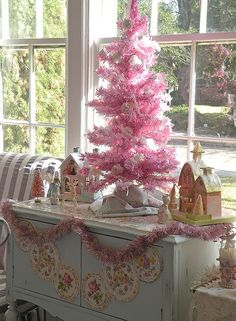 Pink Christmas tree on a white vintage, shabby chic sideboard. Noel Christmas, All Things Christmas, White Christmas, Small Pink Christmas Tree, Shabby Chic Christmas, Vintage Christmas, Christmas Vignette, Victorian Christmas, Pink Trees