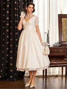 I found some amazing stuff, open it to learn more! Don't wait:https://m.dhgate.com/product/2017-a-line-princess-wedding-dresses-v-neck/399880844.html